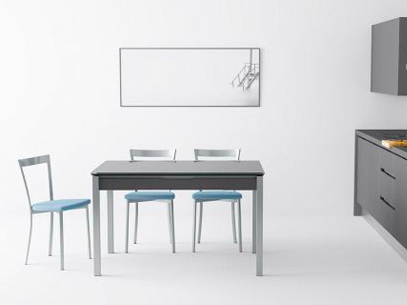 Mesas y sillas – Cocinas en Estepona